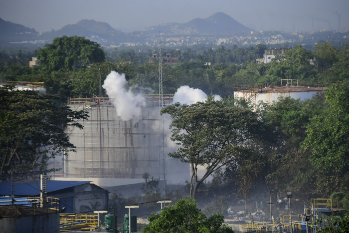 지난 7일 발암물질 스티렌 유출 사고가 발생한 인도 남부 비사카파트남 LG폴리머스인디아의 공장 모습. AP연합뉴스