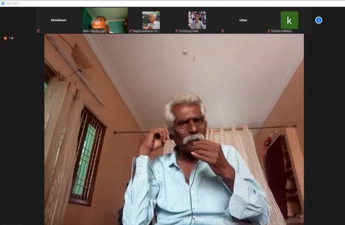 LG화학이 인도에서 일으킨 발암물질 누출사고의 피해자인 현지 주민 나게스와라 라오가 15일 오후 온라인 회의앱 줌을 통한 온라인 국제기자회견에서 사고 당시 상황에 대해 설명하고 있다. 회의 화면 갈무리.